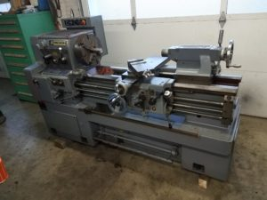 Hwacheon Precision Lathe 17x40 with Removable Gap Image